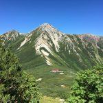 鷲羽岳のふもとの三俣山荘。きれいな山ですよね。