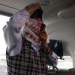 バスガイドのあさこちゃんによる「はんこたんな」実演。