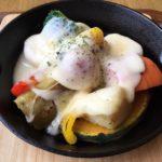 ガーデンスパ十勝川温泉木かげのカフェにて、温野菜の十勝モールウォッシュラクレットがけ。このチーズほんと美味い!